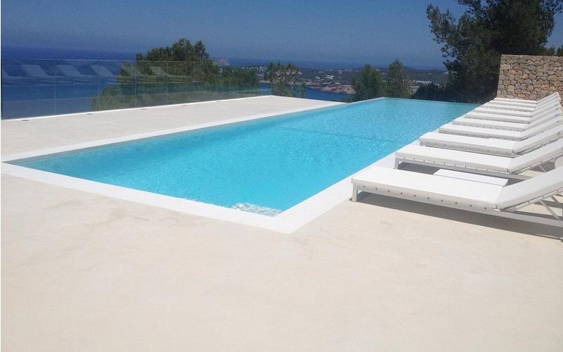Rénovation et nettoyage sol piscine béton