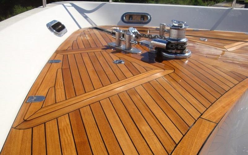 Rénovation sol en teck de bateau